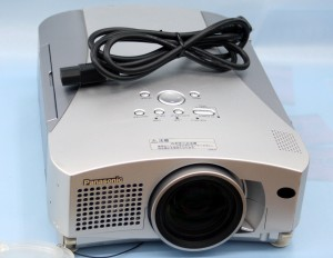 Panasonic 液晶プロジェクター TH-L720