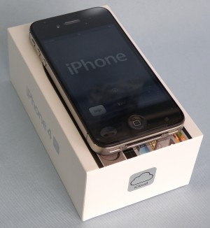 au Apple iPhone4S 32GB MD243J/A