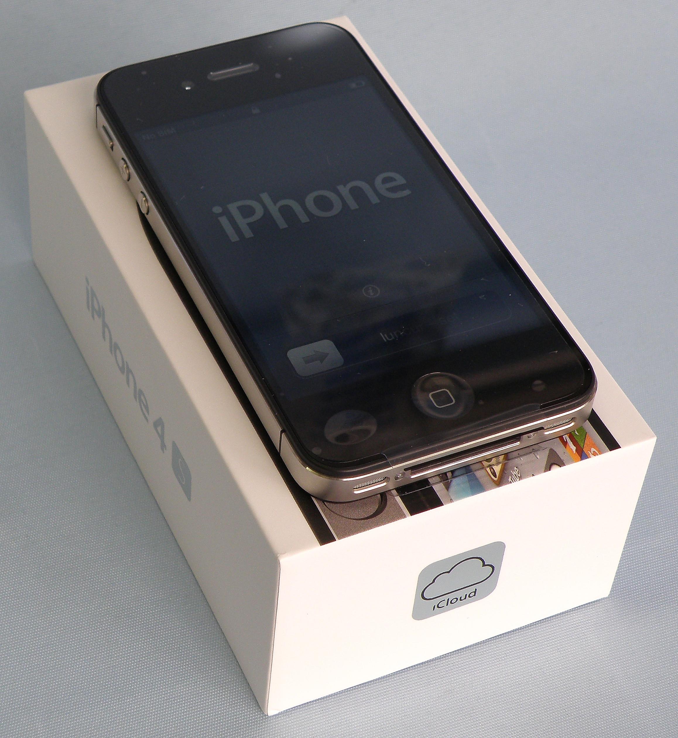 au Apple iPhone4S 32GB MD243J/A