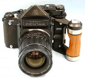 ASAHI PENTAX カメラ+レンズ グリップ付き 6×7 旧TTL TAKUMAR 75mm 4.5