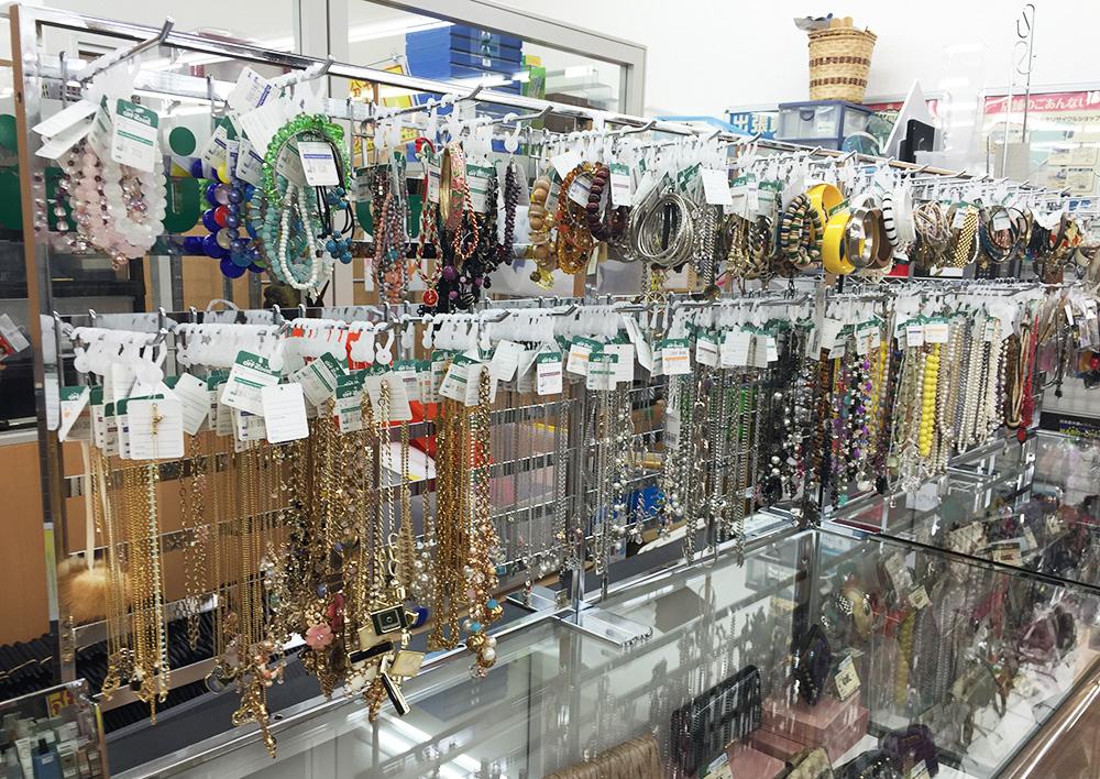 アクセサリー売り場リニューアル| オフハウス西尾店