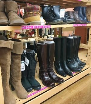 ブーツを店頭に並べ始めました!!| オフハウス西尾店