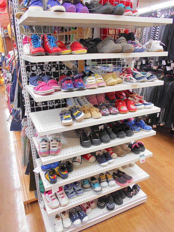 子供靴大量入荷しました!! | オフハウス西尾店