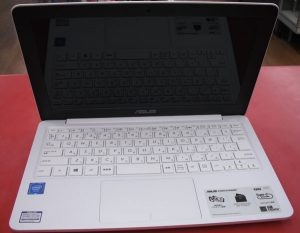 ASUS ノートパソコン R206S| ハードオフ西尾店