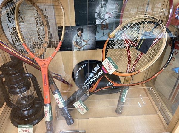 ビンテージウッドラケット。| オフハウス西尾店